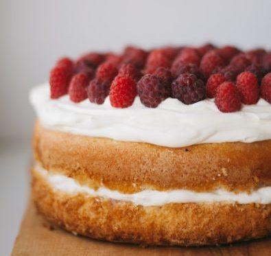 しっとりふわふわのスポンジケーキの画像。