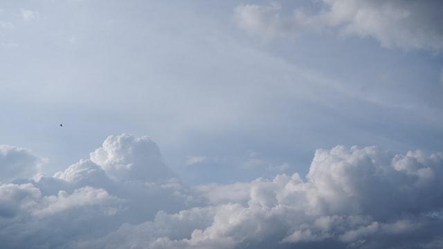 雲の様にふわふわ感のスポンジケーキを連想させるイメージ画像